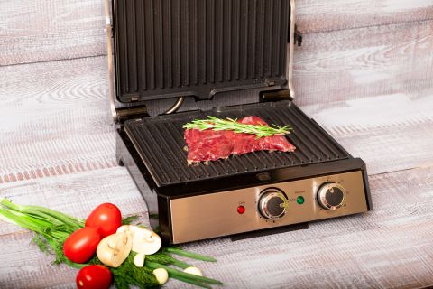 Cooking Steak on a Smokeless Grill